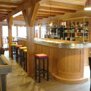 Agencement d'un bar privé à la montagne