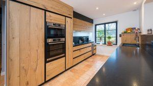 cuisine aménagée en bois moderne