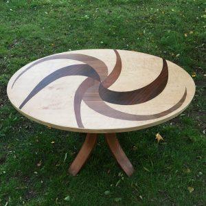 table ovale dessus en marqueterie